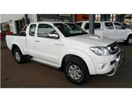 2011 TOYOTA HILUX 3.0 D4D Raider extra cab 4X4 Man -- include FULL tank diesel and R1000 gift