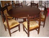 Dining room table (Embuia round) with 6 chairs