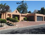 8 Bedroom House for sale in Rosendal