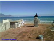 3 Bedroom Apartment / flat to rent in Bloubergstrand