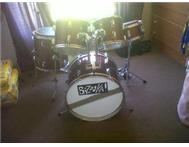 Almost new Entry/beginner level drum kit - Urgent