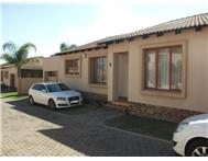 3 Bedroom 2 Bathroom Townhouse for sale in Country View