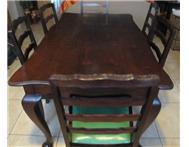 Diningroom table 6 chairs