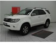 2011 TOYOTA FORTUNER 3.0 D4D 4X2 MANUAL - & R10 000 00 CASH BACK