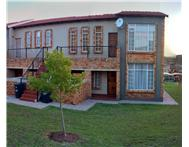 1 bed 1 bath Honeydew (near eagle canyon) R420 000