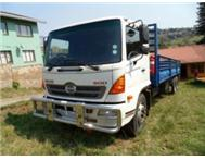 HINO 15-258 WITH LIFT AXLE