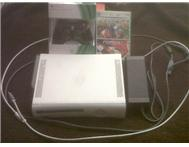 Limited edition White Xbox360(16gb) HDMI cable(2m) 1 black remote(2011) 2 games