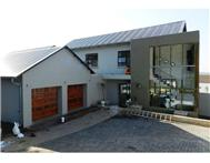 4 Bedroom cluster in Waterkloof Heights