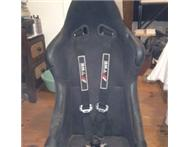 Racing bucket seat non-reclinable with 4 point quick harness