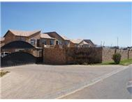 R 455 000 | Flat/Apartment for sale in Honeydew Randburg Gauteng