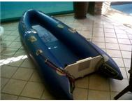 CANOE DUCK WITH 5.8 PARSUN MOTOR AND ACCESORIES