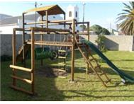 Wooden jungle gym (Kobus) new