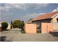 Townhouse For Sale in SUNDOWNER RANDBURG
