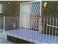 1 Bedroom Bachelors Flat in Flat To Rent Gauteng Roodepoort - South Africa