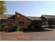 R 1 050 000 | Townhouse for sale in Strubensvallei Roodepoort Gauteng