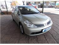Nissan - Tiida 1.6 Visia Hatch Back