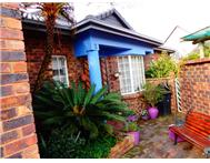 Townhouse For Sale in FLORIDA PARK ROODEPOORT