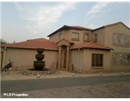 R 2 140 000 | Townhouse for sale in Emfuleni Golf Estate Vanderbijlpark Gauteng