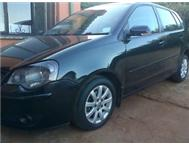 2009 polo hatch 1.6i C/L wt sunroof gud cond