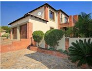 3 Bedroom Townhouse for sale in Sundowner