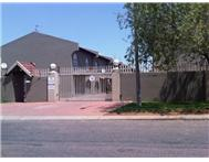 R 820 000 | Townhouse for sale in Verwoerd Park Alberton Gauteng