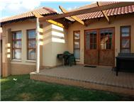 Townhouse to rent monthly in WOODLAND HILLS Bloemfontein