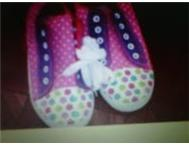 TAKKIES FOR GIRLS R80 !
