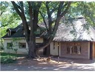 Smallholdings Honingnestkrans 2 Houses 2 Flats Stables