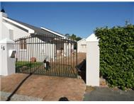 R 1 370 000 | House for sale in Strand Strand Western Cape