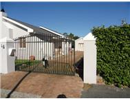 3 Bedroom 1 Bathroom House for sale in Strand