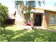 R 860 000 | Townhouse for sale in Wilgeheuwel Roodepoort Gauteng