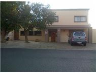 4 Bedroom house in Gordons Bay to share