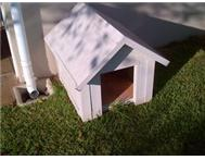 white aluminum dog kennel