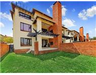 R 940 000 | Flat/Apartment for sale in Douglasdale Sandton Gauteng