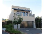 Townhouse For Sale in PLATTEKLOOF PAROW