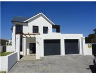 R 2 460 000 | House for sale in Fernwood Somerset West Western Cape