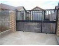 Full Title 3 Bedroom House in House For Sale Gauteng Soweto - South Africa