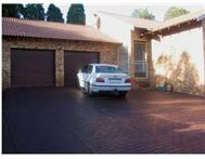 3 Bedroom 2 Bathroom Townhouse for sale in Constantia Park