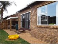 Townhouse For Sale in HONEYDEW RIDGE ROODEPOORT