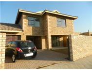 Spacious 3 bedroom cluster unit in Honeydew