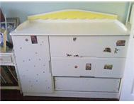 Used kids large dresser/compactum