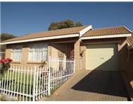 R 890 000 | Townhouse for sale in Langenhoven Park Bloemfontein Free State