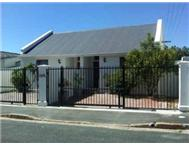 Sectional Title 2 Bedroom House in House For Sale Western Cape Wynberg - South Africa