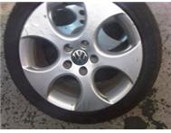 golf 5 gti 17 inch original mag only 1 R 700.