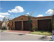 R 860 000 | Townhouse for sale in Krugersdorp Ext 2 Krugersdorp Gauteng
