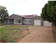 R 780 000 | House for sale in Adamayview Klerksdorp North West