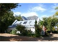 Two bedroom cottage with two lofts to rent in BanghokStellenbosh